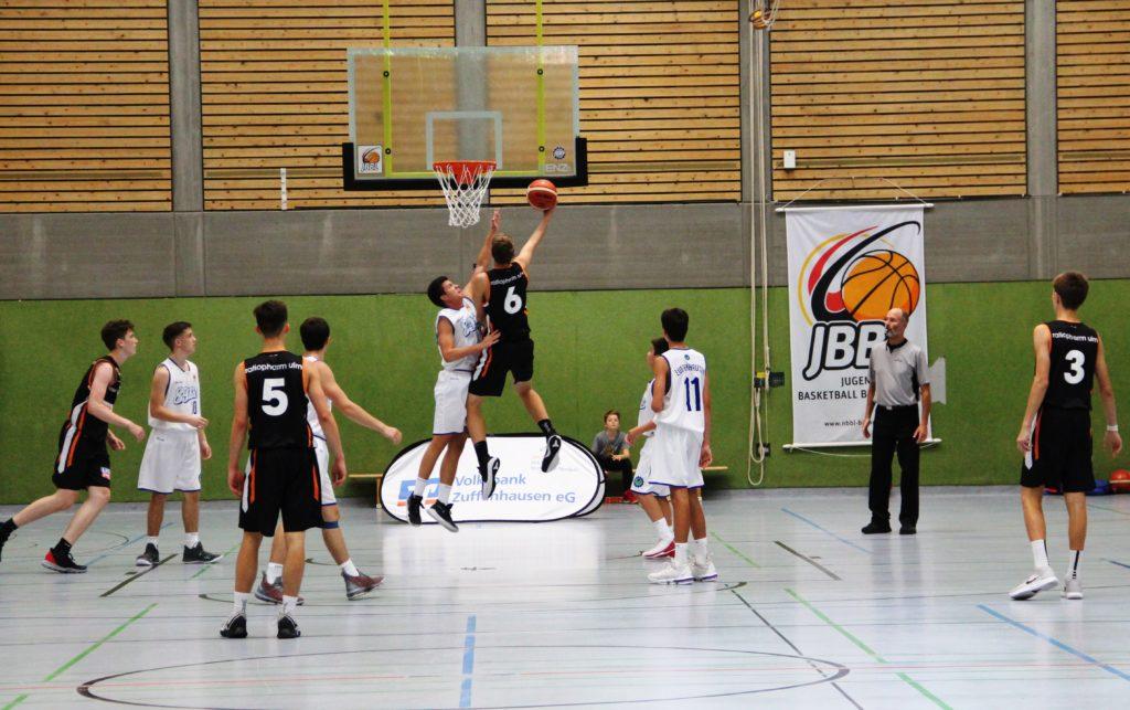 JBBL_19-20_Stuttgart_Zuffenhausen 89er_Spieltag 1_Wurfaktion mit JBBL Banner
